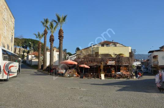 Selçuk'ta Satılık Butik Oteller Bölgesinde Köşebaşı İmarlı Bina - undefined