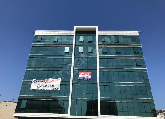 halkalı dereboyu caddesinde iskanlı yeni binada 1000 m2 işyeri - undefined