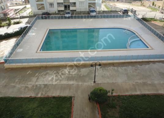 KUŞADASI ALBATROS SİT RUHSATLARI ALINMIŞ ARAKAT DAİRE SATILIKTIR - Yüzme Havuzu