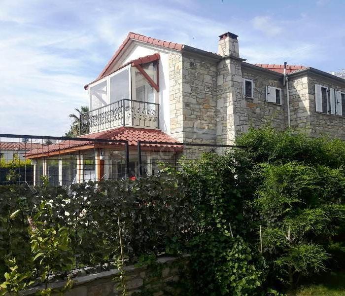 Kuşadası Karaovada Havuzlu Sitede Satılık 3+1 Villa