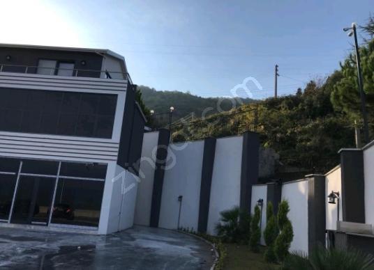 Gölcük Değirmendere'de Satılık Komple İşyeri Bina