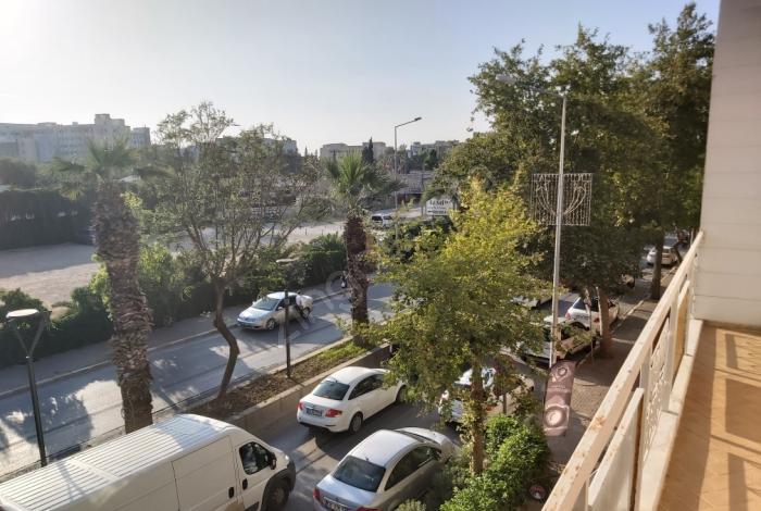 Balçova Tuğ Gayrimenkül Den Korutürk'te Önü Acık 3+1 160 Metre