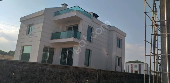 Re/max Tan Aras Villâlarında Ödeme Opsiyonlu Tripleks Villa