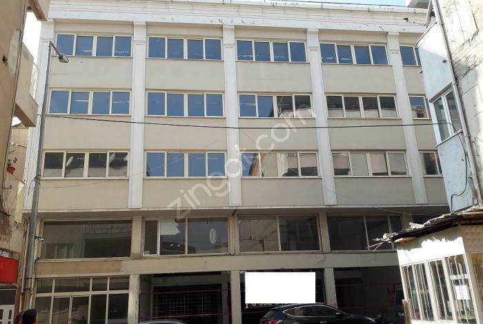 Alaşehirde Merkezi Yerde Komple Satılık Bina