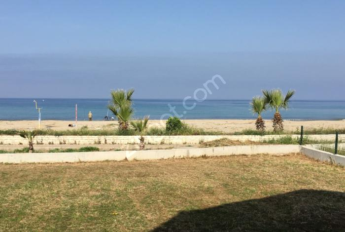 Kuşadası Davutlar Sahilinde Emsali Olmayan Denize Sıfır Villa