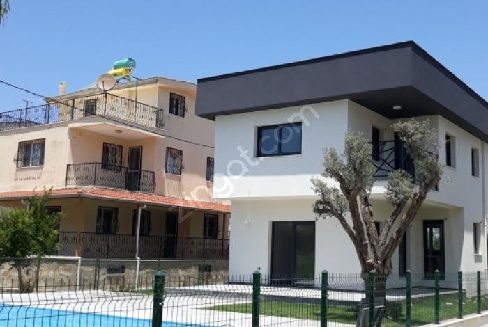 Kuşadası Satılık 400 M2 Arsa İçinde Özel Havuzlu Sıfır Villa