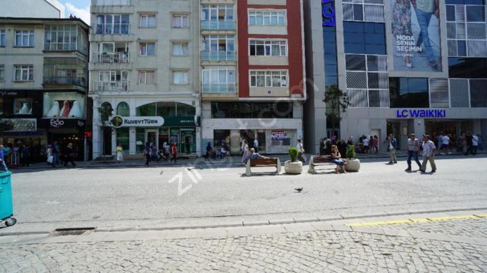 Alemdağ Caddesi Trafiğe Kapalı Alanda Lcw Yanı Geniş Cepheli Mağ