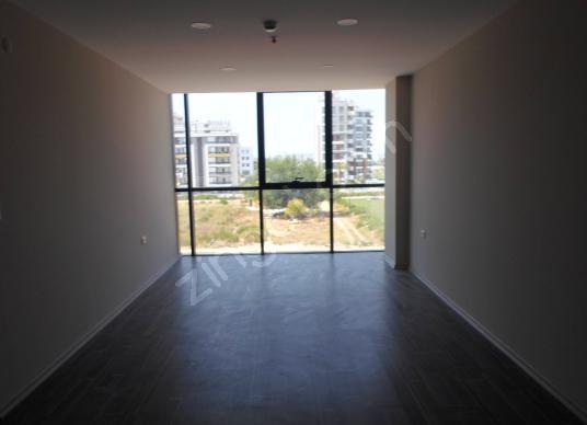 150 m2  kılimaları takılı ofis katı havalanı çevre yoluno 100 m