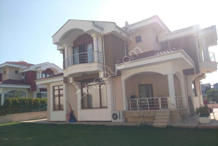 800M2 Arsa İçerisinde 320M2 Kullanım Alanlı 4+2 Satılık Villa
