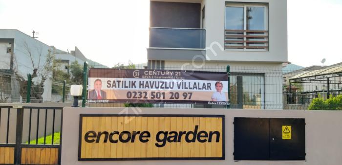 Urla Çeşmealtı'nda Butik Site İçerisinde 4+1 Havuzlu Villalar