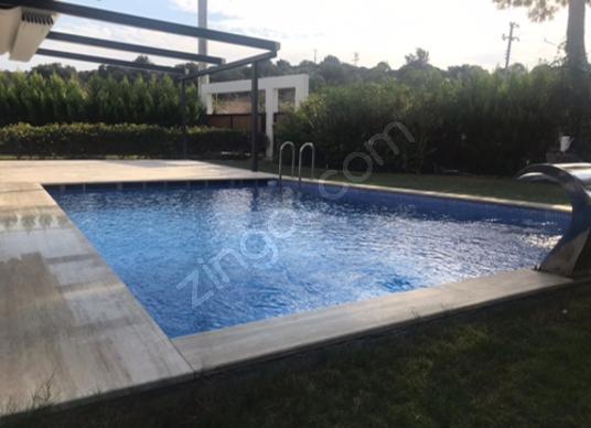 Çeşme Dalyan Marina da tam müstakil 3 cepheli vip satılık villa - Yüzme Havuzu