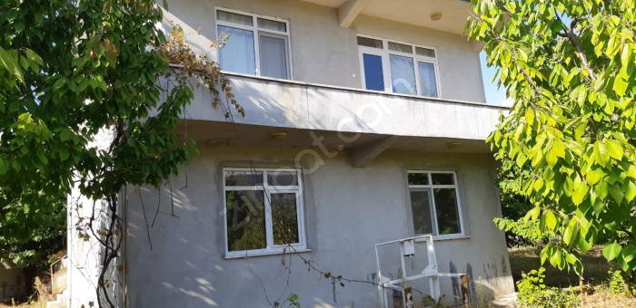 Çakmak Emlak,amasya/göynücek 7675 M2 İki Katlı Ev Ve Bahçesi