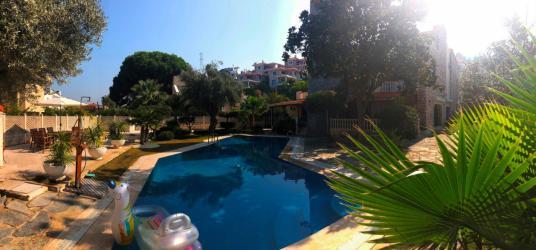 Narlıdere Limanreis'te, Yüzme Havuzlu Özel Villa REZERVE'den - Manzara