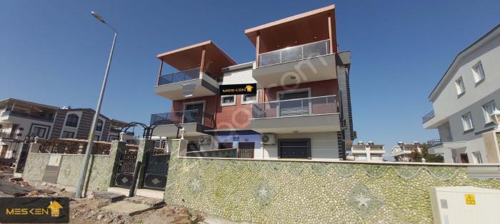 Didim Efeler'de Müstakil Havuzlu 3+1 Trıpleks Villa