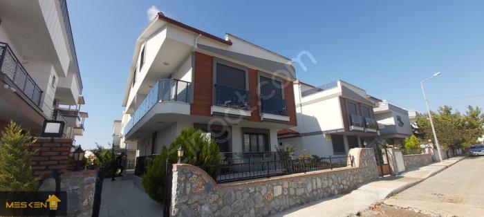 Didim Efeler'de Şık Tasarım Bhaçeli 3+1 Trıpleks Villa