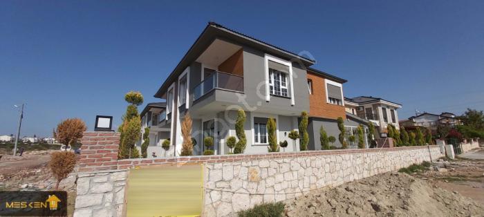 Didim Efeler'de Bahçeli Şık Tasarım 4+1 Villalar