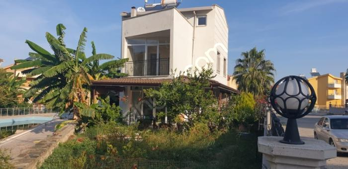 Kuşadası Davutlar'da Satılık Villa