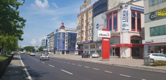ESKİDJİ'DEN İzmit merkezde, E5 cepheli, tek katta 250m2 ofis - Sokak Cadde Görünümü