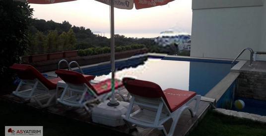 Satılık deniz manzaralı müstakil havuzlu tripleks villa