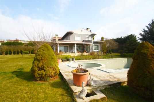 Silivri Ortaköy'de 5+1 Satılık Panaromik Manzaralı Çiftlik Evi - Bahçe