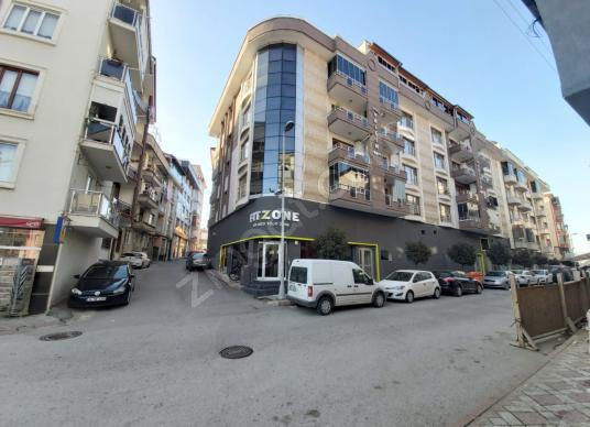 Kardeş'ten Cadde Üzeri Emsalsiz Büyüklükte Satılık Köşe Dükkan