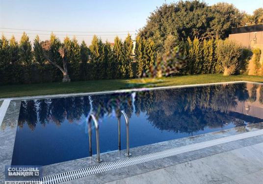 Çeşme Mamurbaba Havuzlu Müstakil Satılık 8+2 Villa Tripleks