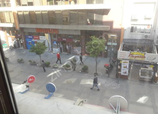 Kıbrıs Şehitlerinde 90 m2 2+1 ofis yada ev - Sokak Cadde Görünümü