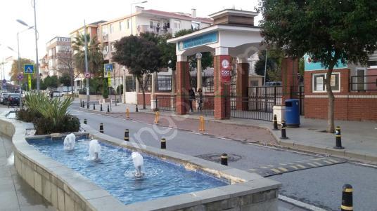 B.ÇEKMECE ÇARŞIDA FIRSAT DEPO DÜKKAN - Yüzme Havuzu