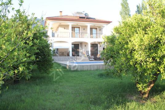 Köyceğiz Toparlar' da GÜNLÜK Kiralık 3+1 Havuzlu Villa - Bahçe