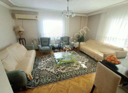 Muga'dan Nergiz'de Alt Geçit Yakını 3+1 Satılık Köşe Daire - Salon