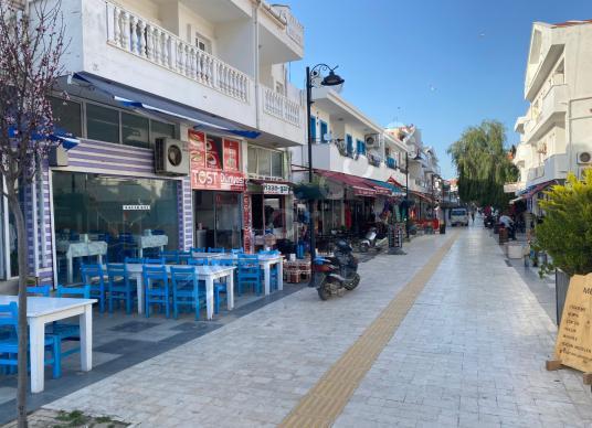 Datça merkezde trafiğe kapalı çarşıda satılık dükkan