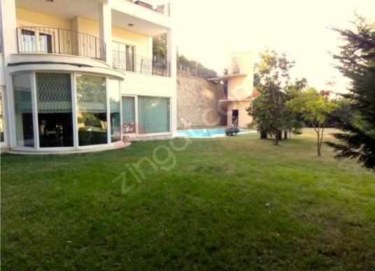Beykoz Acarkent'te 2.500 m2 bahçe içinde 5 katlı çift tapulu B