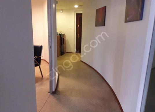 Lale iş merkezindeki 100 m2 daire 4+1 asansörlü otoparklı işyeri - Antre Hol