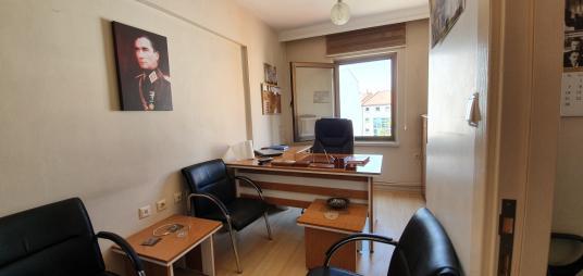 Doktorlar Caddesi Satılık 1+1 Ticari Ofis/Büro.