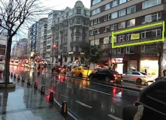 Turyap'tan Halaskargazi Caddesi Cepheli 200m2 4+1 Geniş Salonlu - Sokak Cadde Görünümü