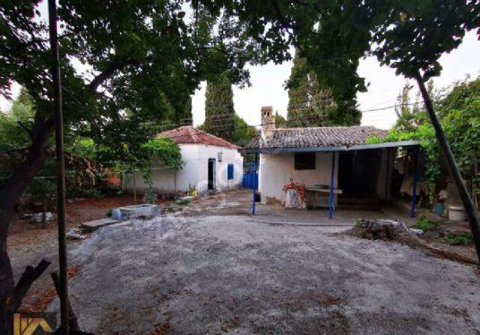 Didim  Akyeniköy'de Ana Yola Yakın Satılık Geniş Bahçeli Köy Evi