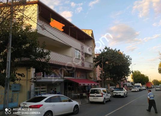 Sancaktepe Veysel Karani'de yarısı satılık bina 3 daire bir dük - Açık Otopark