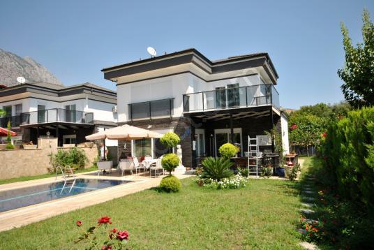 Antalya Kemer Göynük'te satılık 3+1 havuzlu müstakil villa - Site İçi Görünüm