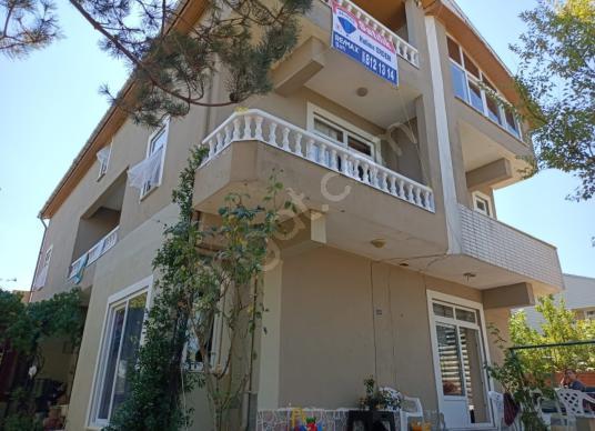 REMAX ŞAHdan KOCAALİ de deniz manzaralı Triplex Satılık Villa