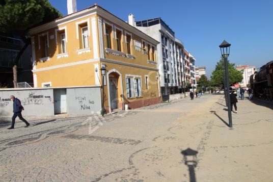 Kiralık 2 Katlı Tarihi Köşk - Sokak Cadde Görünümü