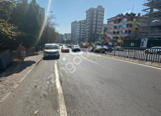 BOSTANCIDA 2+1 60 m2 SATILIK ÇATI KATI DAİRE - Sokak Cadde Görünümü