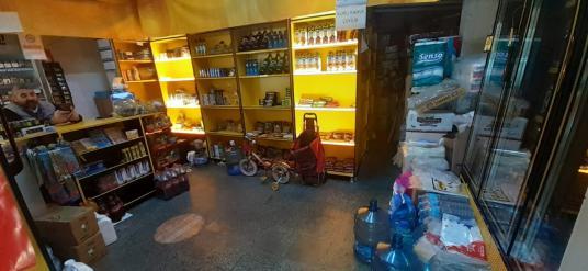 amerikan kolejinde cadde üzeri satılık dükkan