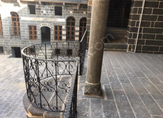 TAPU21 GAYRİMENKULDEN DİYARBAKIR SUR RESTORASYON YAPILMIŞ KONAK - Balkon - Teras