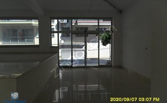 Karşıyaka, Dedebaşında kurumsala kiralık 450 m2 sıfır dükkan