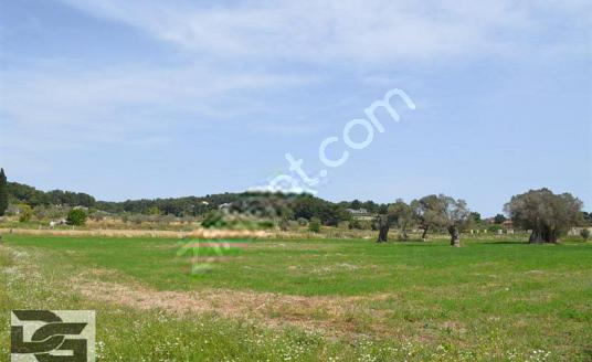 Urla İçmeler'de Golf Klübü'ne komşu Köşe Arazi - Arsa