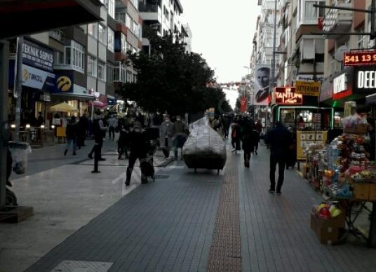 Cennet'te Hurriyet caddesinde Satılık Dükkan / Mağaza - Sokak Cadde Görünümü
