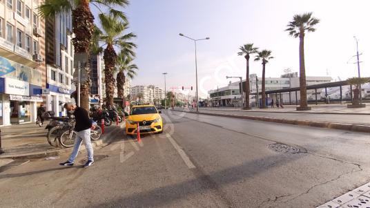 İzmir Karşıyaka Çarşı Girişi Kiracılı Satılık İşyeri 90 M²
