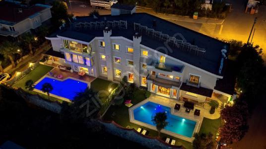 Narlıdere Limanreis'te, Özel Tasarım 5+2 Villa REZERVE'den