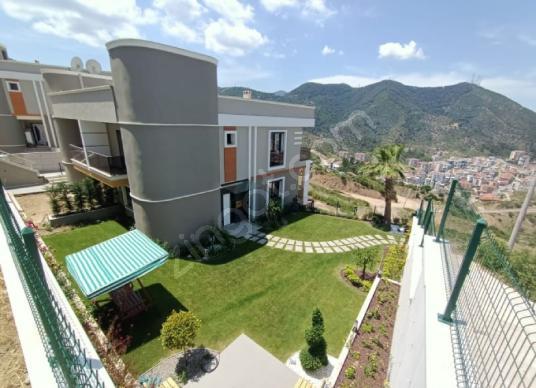 Balçova Çetin Emeç'te 4+1 Satılık Villa - Site İçi Görünüm