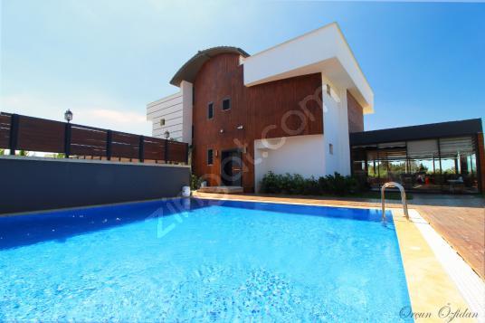 Güzelbahçe, Kahramandere' de Özel Tasarım, Satılık 4 Katlı Villa - Yüzme Havuzu